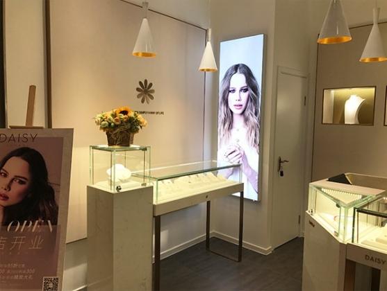 Daisy London珠宝饰品店设计施工上海左学品牌策划2